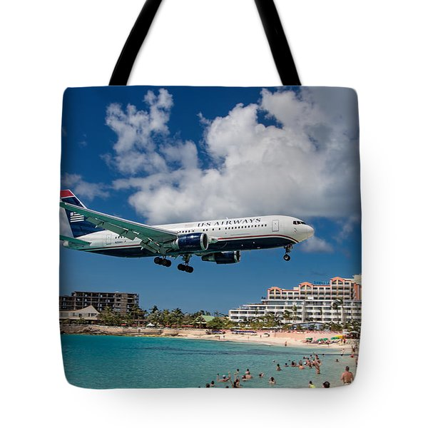 U S Airways Landing At St. Maarten Tote Bag