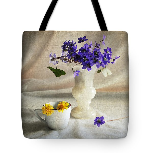 Welcome Spring Tote Bag