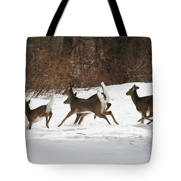 White Tailed Deer Winter Travel Tote Bag