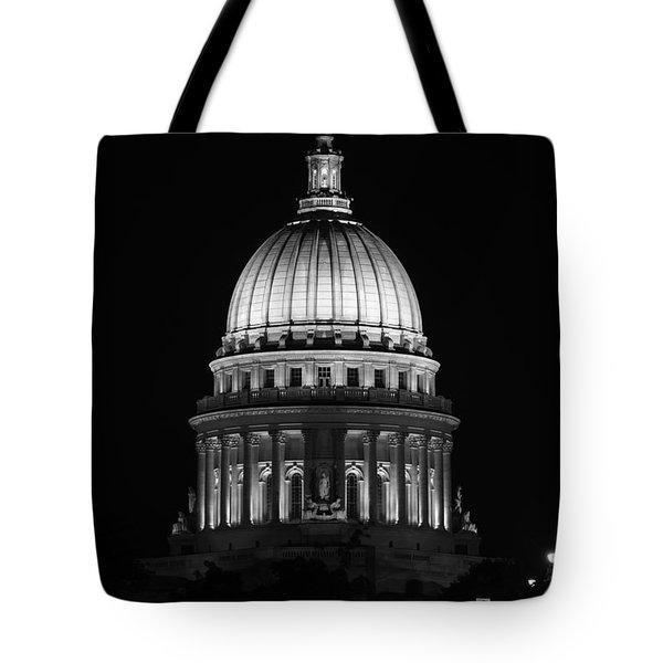 Wisconsin State Capitol Building At Night Black And White Tote Bag by Sebastian Musial