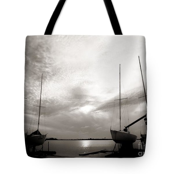 Cirrus Effect Tote Bag
