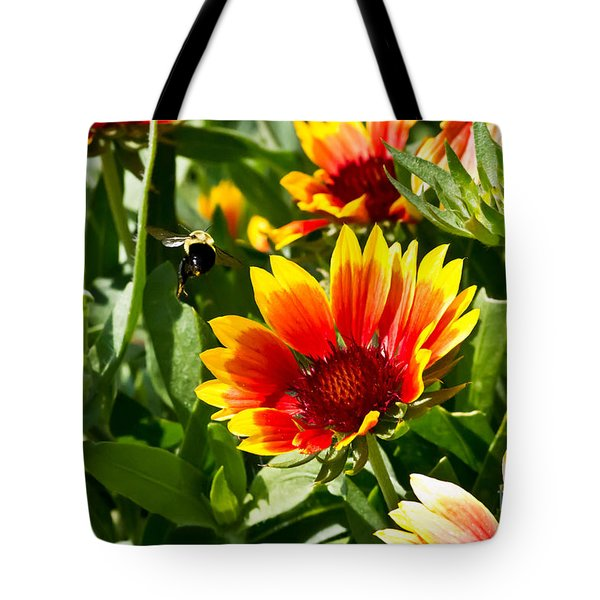 Yellow And Red Gaillardias And Bee Tote Bag