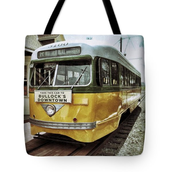 Yellow Car - Los Angeles Tote Bag by Glenn McCarthy Art and Photography