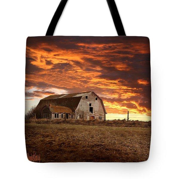 Barn On Highway 21 Tote Bag