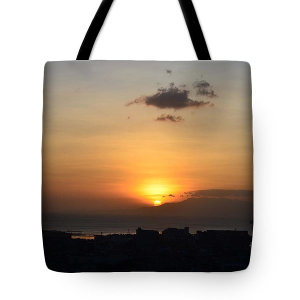 Sunset Upon The Ocean  Tote Bag