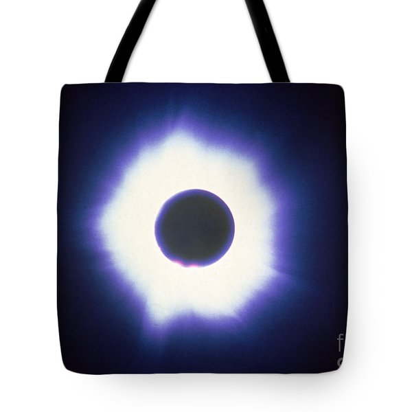 Total Solar Eclipse With Corona Tote Bag by Science Source