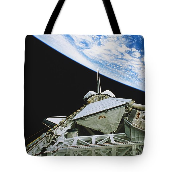 Space Shuttle Endeavour Tote Bag by Science Source
