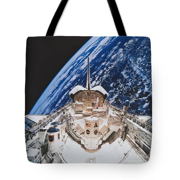 Space Shuttle Atlantis Tote Bag by Science Source