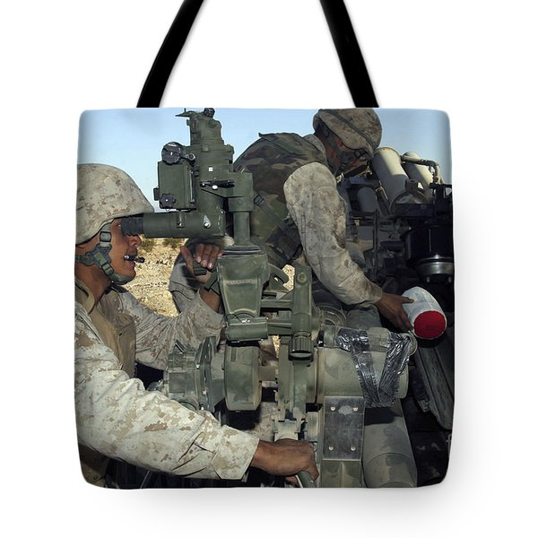 A Cannoneer Looks Through The Sights Tote Bag by Stocktrek Images