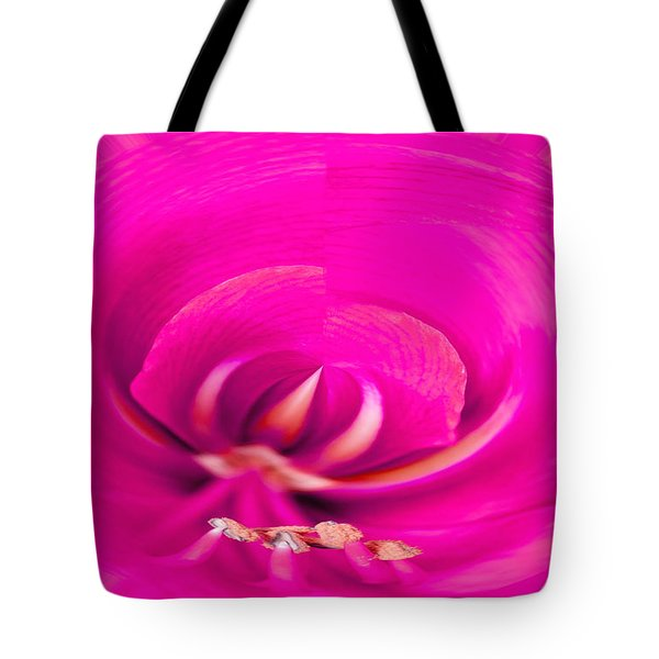 Tote Bag featuring the photograph Amaryliss Close-up by Les Palenik