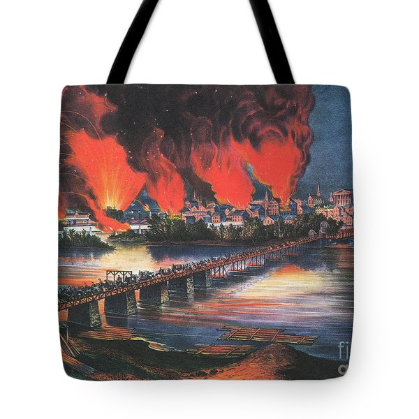 American Civil War Fall Of Richmond Tote Bag by Photo Researchers