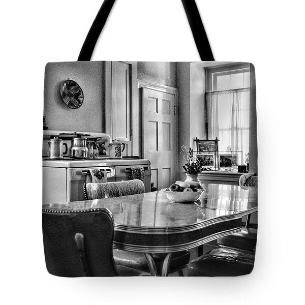 Americana - 1950 Kitchen - 1950s - Retro Kitchen Black And White Tote Bag by Paul Ward
