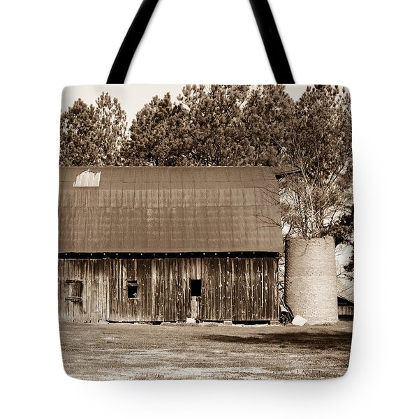 Barn And Silo 1 Tote Bag by Douglas Barnett