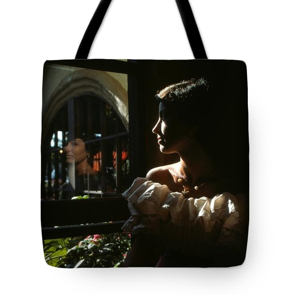 Beauty Reflected 2 Tote Bag by Roy Williams
