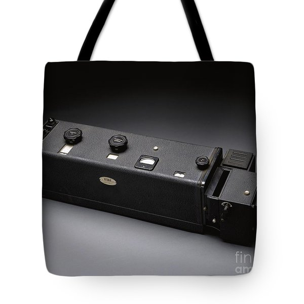 Beckman Du Spectrophotometer, Circa 1950 Tote Bag by Science Source