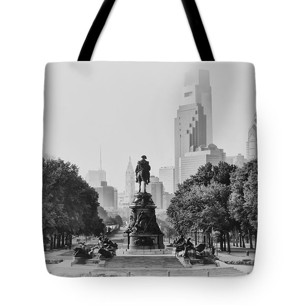 Benjamin Franklin Parkway In Black And White Tote Bag by Bill Cannon