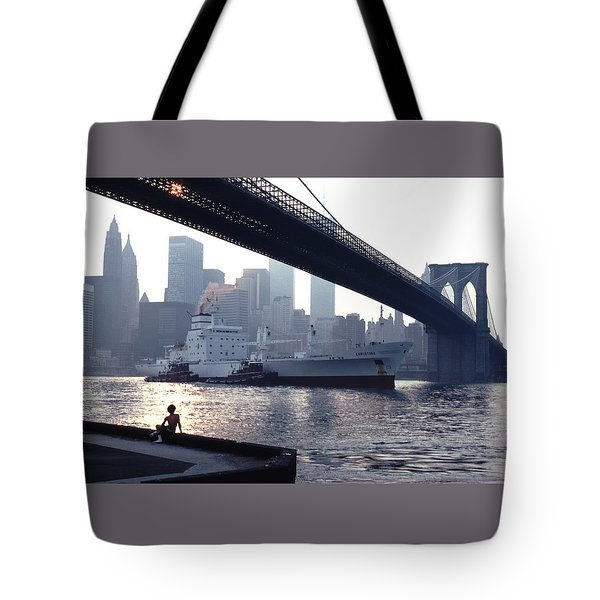 Boy Freighter Brooklyn Bridge Sunset Tote Bag