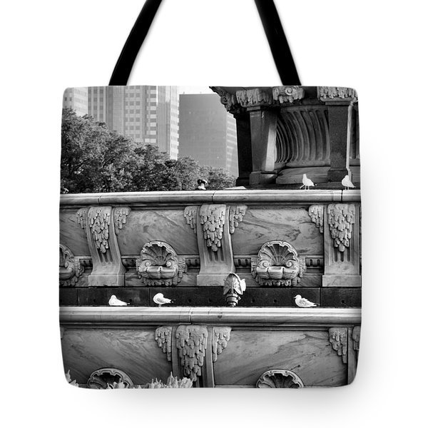 Buckingham Fountain - 5 Tote Bag by Ely Arsha