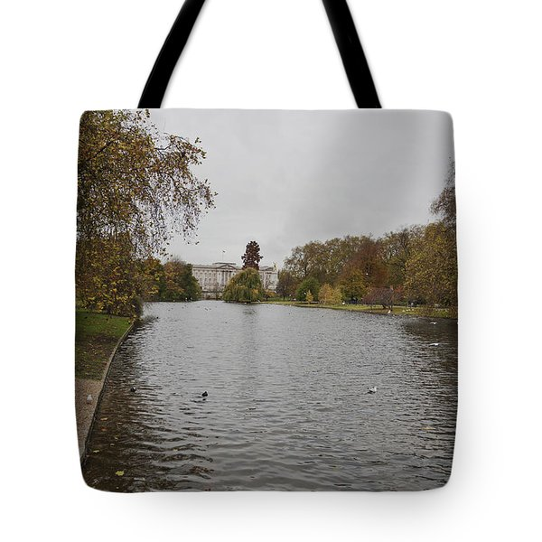 Tote Bag featuring the photograph Buckingham Palace View by Maj Seda