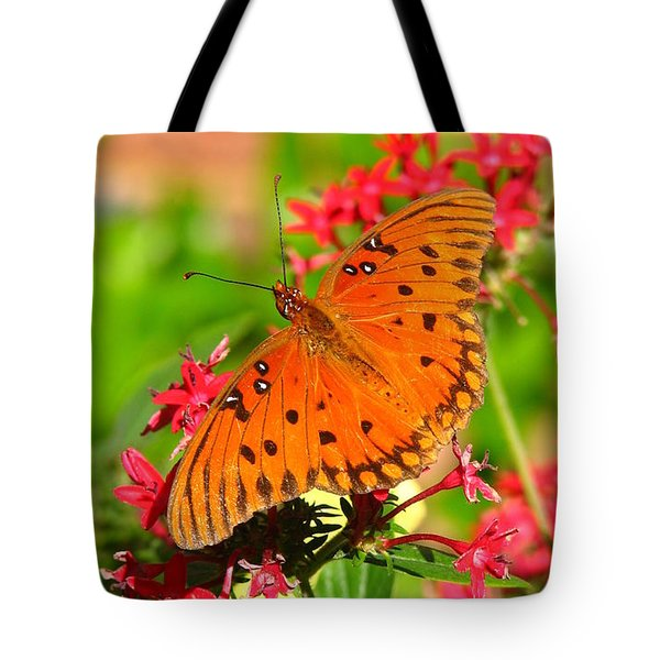 Butterfly On Pentas Tote Bag by Carla Parris