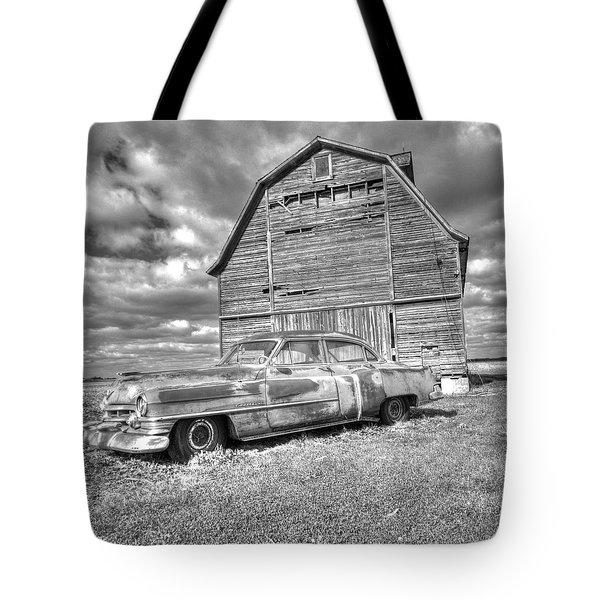 Bw - Rusty Old Cadillac Tote Bag