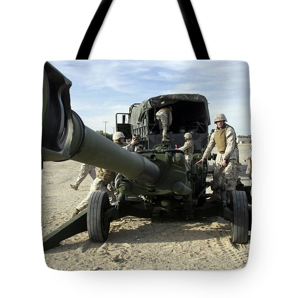 Cannoneers Train With The M777 Tote Bag by Stocktrek Images