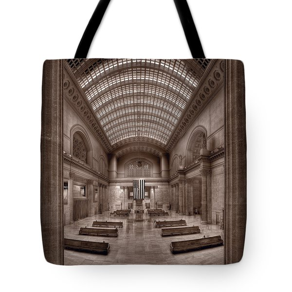 Chicagos Union Station Bw Tote Bag by Steve Gadomski