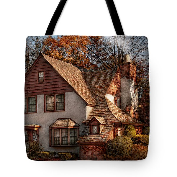 Cottage - Westfield Nj - Family Cottage Tote Bag by Mike Savad