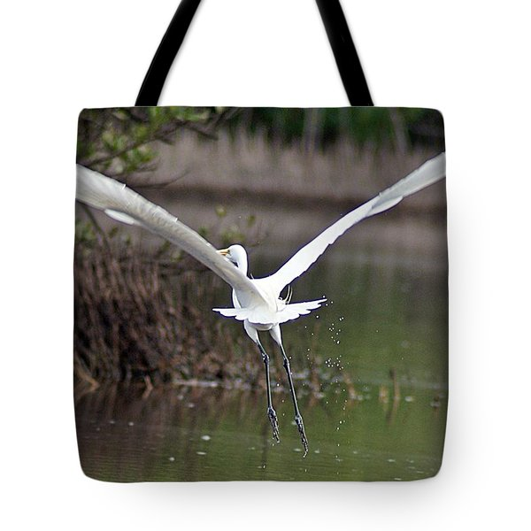 Egret In Flight Tote Bag by Joe Faherty