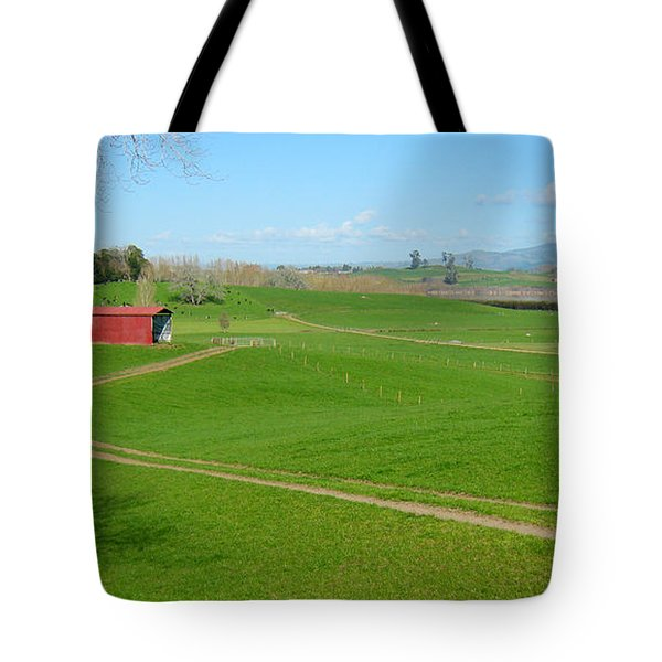 Farming Scene Tote Bag by Les Cunliffe