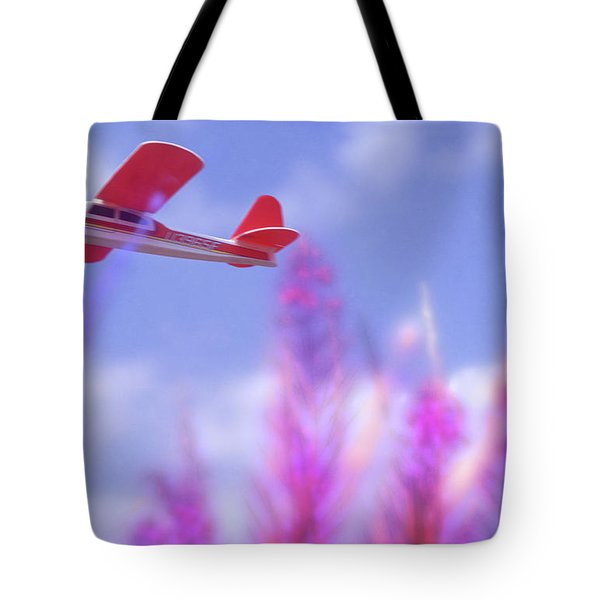 Free Flight Tote Bag by Richard Piper