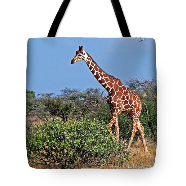 Giraffe Against Blue Sky Tote Bag