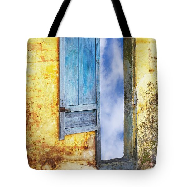 Going In Tote Bag by Skip Nall