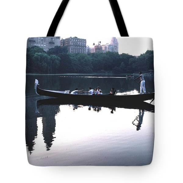 Gondola On The Central Park Lake Tote Bag