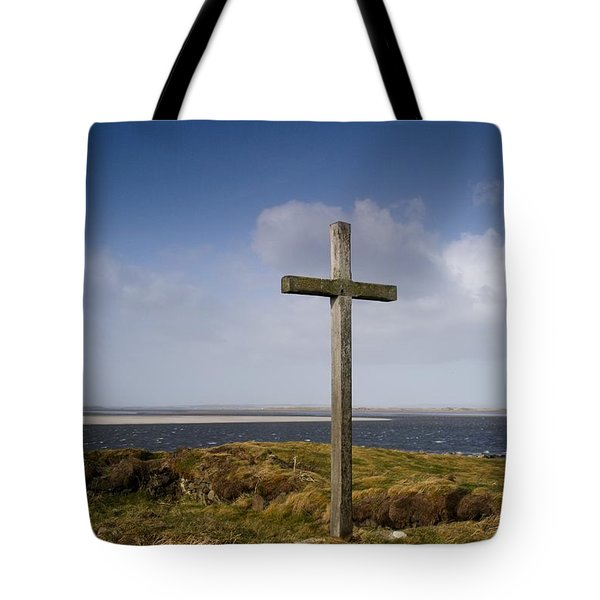 Grave Site Marked By A Cross On A Hill Tote Bag by John Short