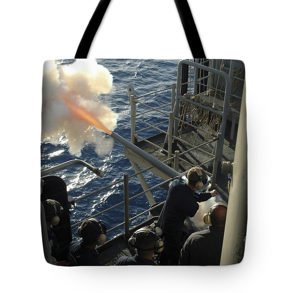 Gunners Mates Fire The .40mm Saluting Tote Bag by Stocktrek Images
