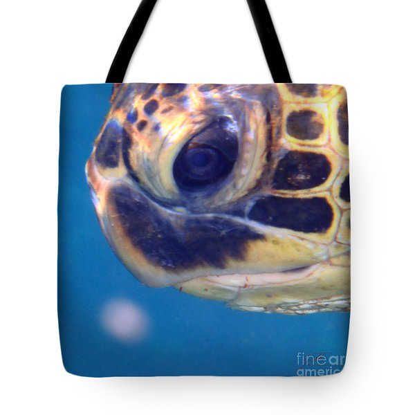 Tote Bag featuring the photograph Honu Ho'okalakupua by Suzette Kallen