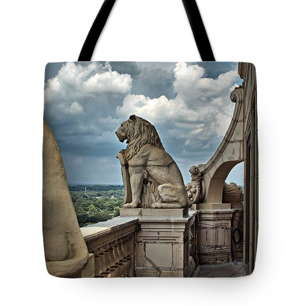 King Of The Beasts In The Land Of The Braves Tote Bag by Farol Tomson