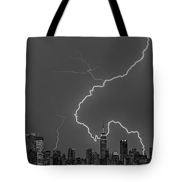 Lightning Bolts Over New York City Bw Tote Bag by Susan Candelario