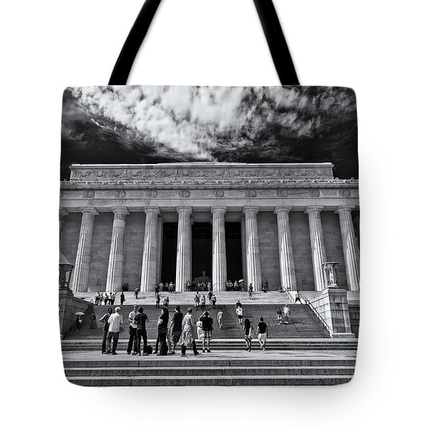 Lincoln Memorial In Black And White Tote Bag