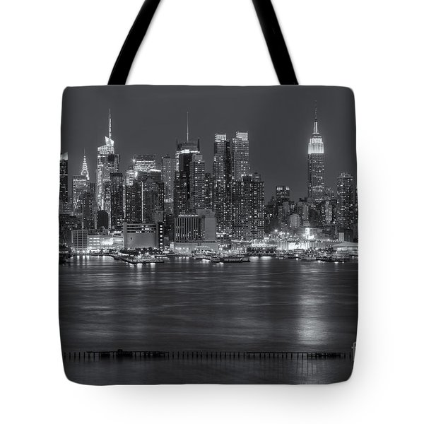 Manhattan Twilight Vii Tote Bag by Clarence Holmes
