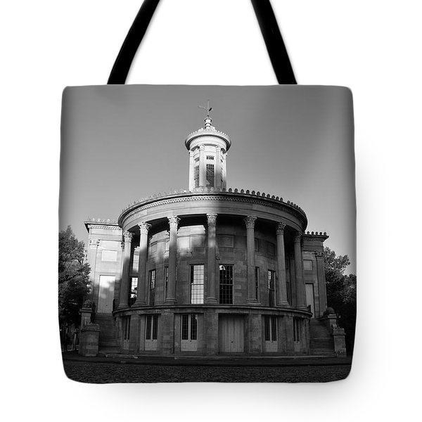 Merchant Exchange Building - Philadelphia In Black And White Tote Bag by Bill Cannon