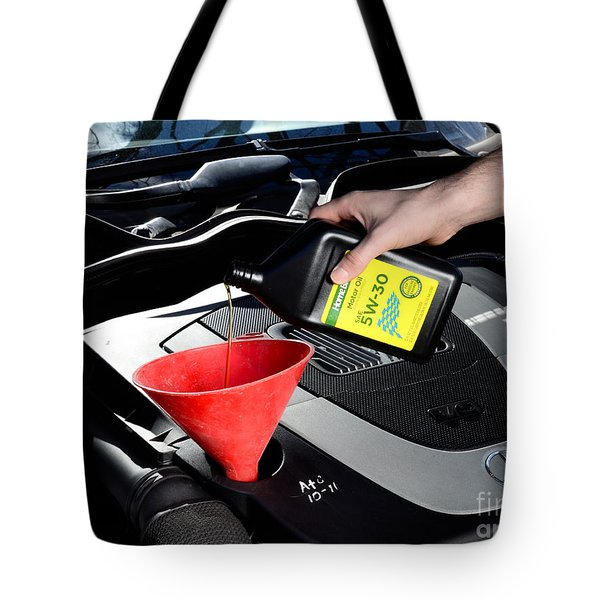 Oil Change Tote Bag by Photo Researchers