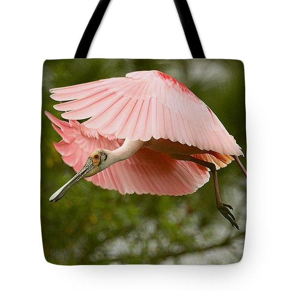 Tote Bag featuring the photograph Roseate Spoonbill In Flight by Myrna Bradshaw