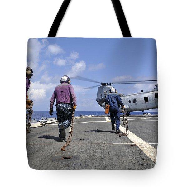 Sailors Rush To Chock And Chain Tote Bag