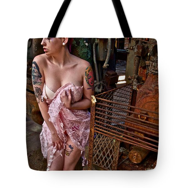 Tote Bag featuring the photograph Scared by Alice Gipson