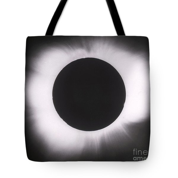 Solar Eclipse With Outer Corona Tote Bag by Science Source
