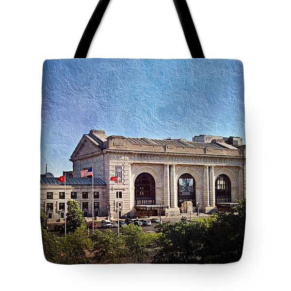 Sun Rising On Union Station In Kansas City Tv Tote Bag by Andee Design