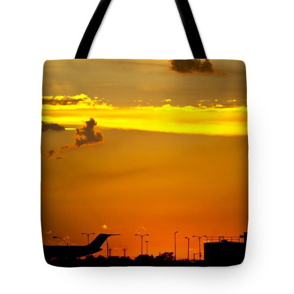 Sunset At Kci Tote Bag by Lisa Plymell