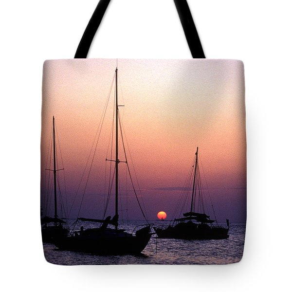 Tote Bag featuring the photograph Sunset Off Simonton Street 14e by Gerry Gantt